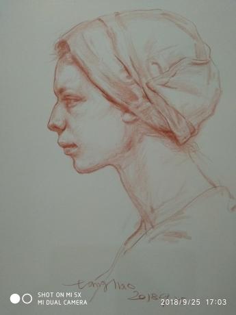 裹头巾的女人