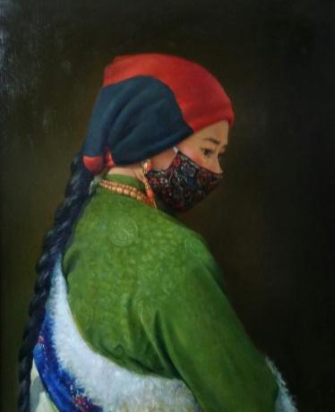 带花口罩的藏女
